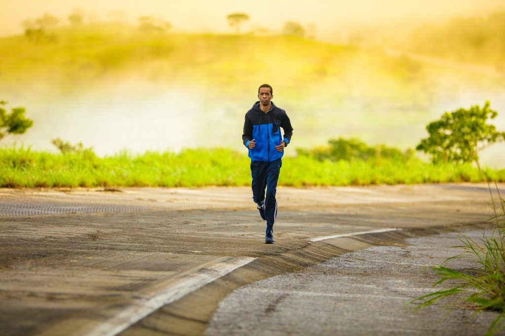Should you run with or without glasses?